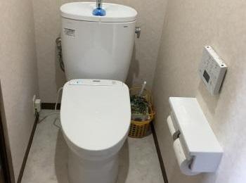 丸みを帯びたタンクと便器側面のサイドカバーでお掃除がしやすいトイレ