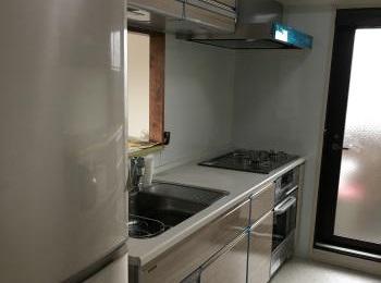 湿気や熱に強く、ガラスの光沢が美しいタカラのキッチン