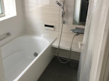 浴槽の位置が変わり、広々とした印象になりました。
