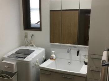 家事しやすく、さわやかなホワイトで明るい洗面所になりました!