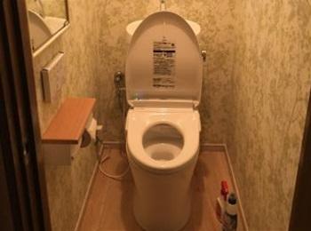 セフィオンテクト加工で 凸凹のない表面で汚れがスルッと落ちやすいトイレ