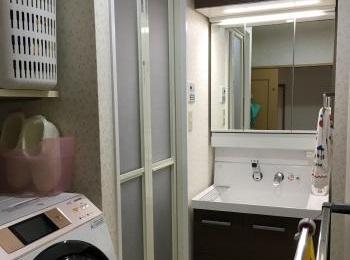 左右非対称の洗面器が特徴「リクシル ピアラ」