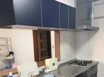 新しく壁を作り壁付けキッチンから対面式になりました