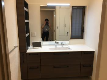 TOTOエスクアで高級感のある洗面所になりました。
