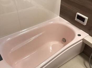 立ち座りがラクになるつかみやすい浴槽フチ です。