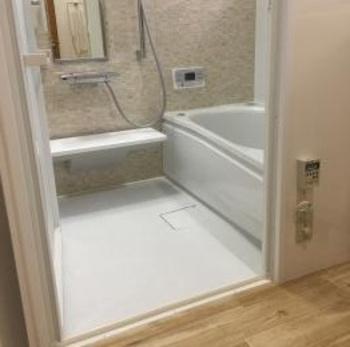ほっカラリ床・エアインシャワー・魔法びん浴槽でとっても気持ちいいお風呂に。
