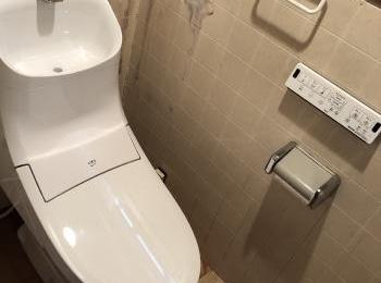 シンプルな機能のみを搭載したシャワートイレ一体型便器のスタンダードモデルです。