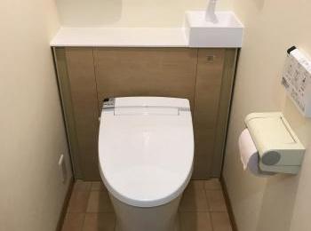 サッと必要なモノを出し入れできる収納スペースや、手洗いしやすいコーナー手洗器など、いやすさがアップします。