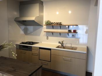 すっきりとしたデザインがキッチンを広くみせる。 シンプルで選びやすく、基本性能も充実なBbです。