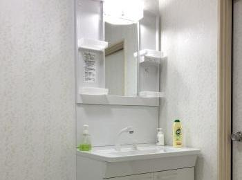 シンプルな機能でお求めやすい洗面化粧台のVシリーズです。