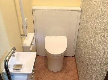 おしゃれでお掃除しやすいトイレ空間になりました。
