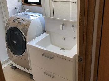 陶器の洗面ボウルで汚れが付きにくくお掃除しやすいです。