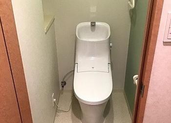 一体型ですっきりとお掃除しやすいトイレのベーシアです。