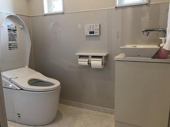 高級感のあるトイレになりました。