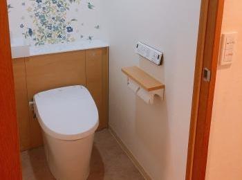 どんな方にも「見た目がすっきり!」「お掃除がラク!」「使いやすくなった!」って、喜んでいただけるトイレです。