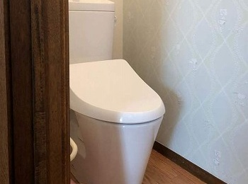 シンプルでお掃除しやすいトイレになりました。