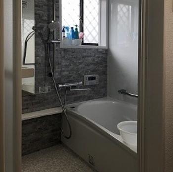 浴槽を断熱材で包み込んだ魔法びんのような構造で、お湯の温かさを保ちます。