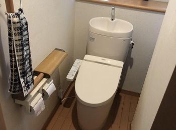 タンクが丸みをおびたお手入れしやすいトイレです。