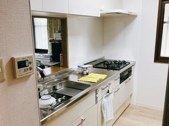 、インテリアとしての美しさを備えながら、道具としての「使う歓び」を突き詰めた「料理を楽しむ」キッチンです。