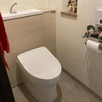 床に置いていた小物類がキャビネットに収納できすっきり片付くので、床面のお掃除もスムーズ。