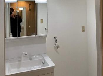 シンプルで使いやすいTOTOの洗面化粧台Vシリーズです。